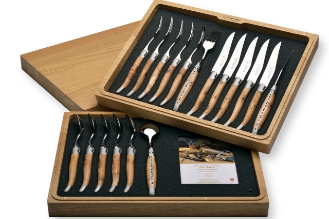 laguiole cutlery set in wood box